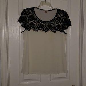 🌺Womens cream & lace dressy shirt.